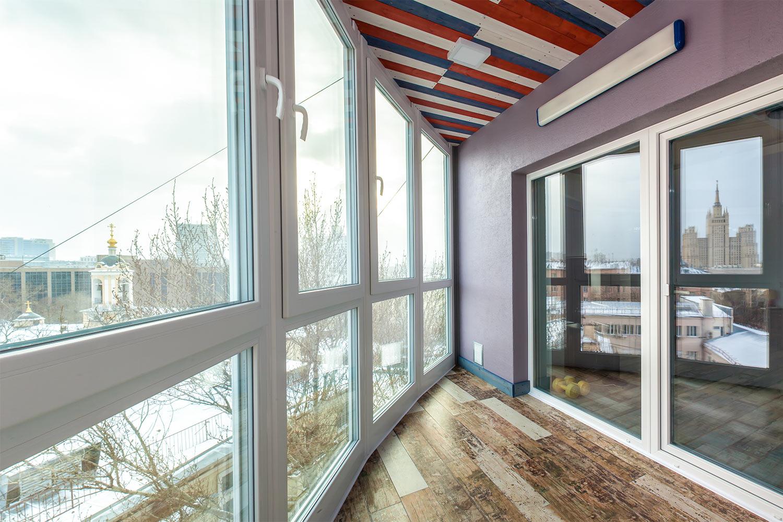 Теплое остекление полукруглого балкона с панорамным видом