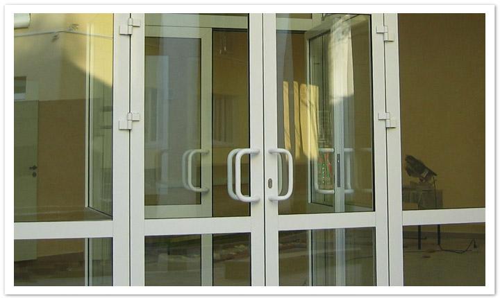 Многозапорные пластиковые двери